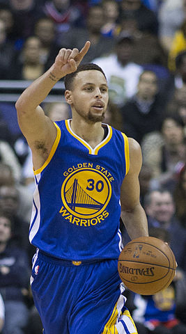 Stephen_Curry_dribbling_2016_(cropped).jpg