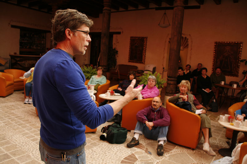 Rick Bayless explaining the foods of Chiapas. Picture by Nacho Urquiza