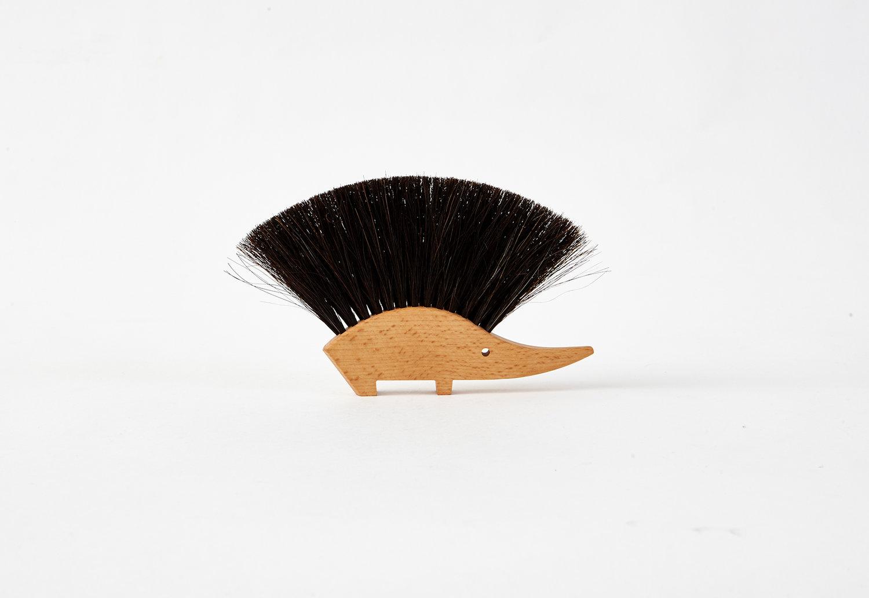 Hedgehog table brush -