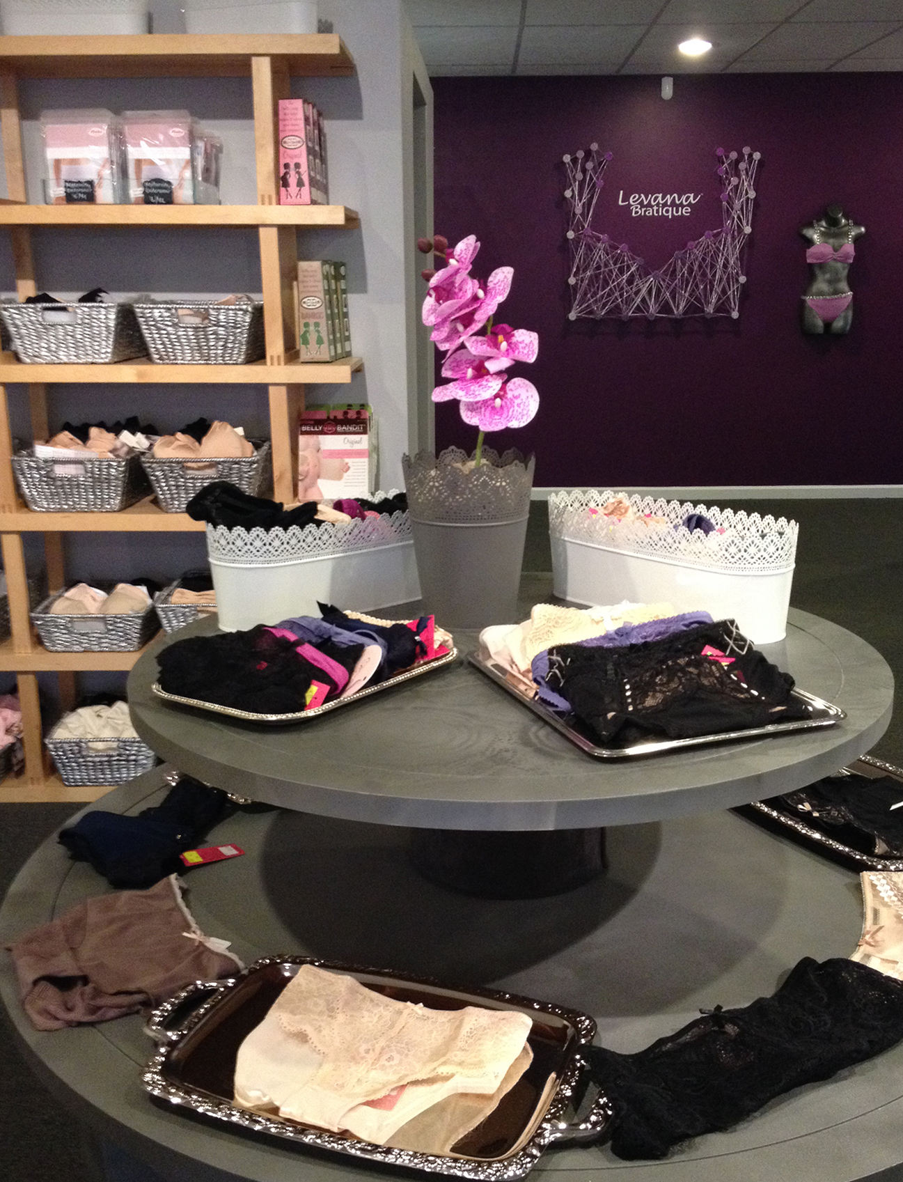 RETAIL DISPLAY AND FEATURE WALL