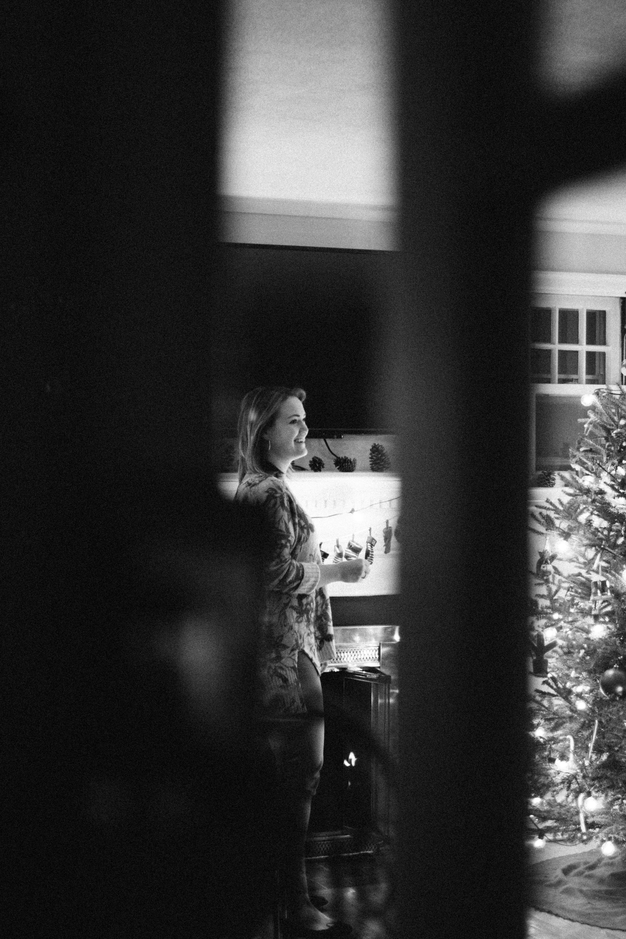 Surprised-woman-during-a-winter-engagement.jpg