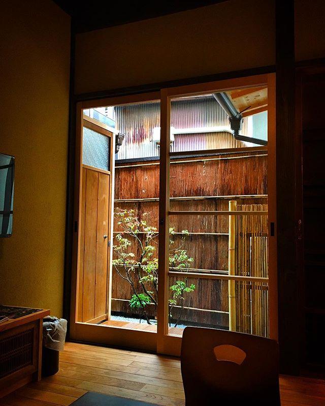 Now We accept a single traveler for 180$!! Lonerに朗報です、この度Rakutokoではお一人さまでのご宿泊が可能になりました。グループでの旅も楽しいですが一人でしっとりと味わう京都の旅は一生の忘れららない経験になることは間違いありません。是非ご利用くださいませ。  #kyoto #guesthouse #machiya #authentic #travel #airbnb #stay #sightseeing #japan #japonism