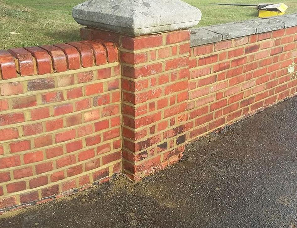 brickrepointingcurvedwall2.jpg