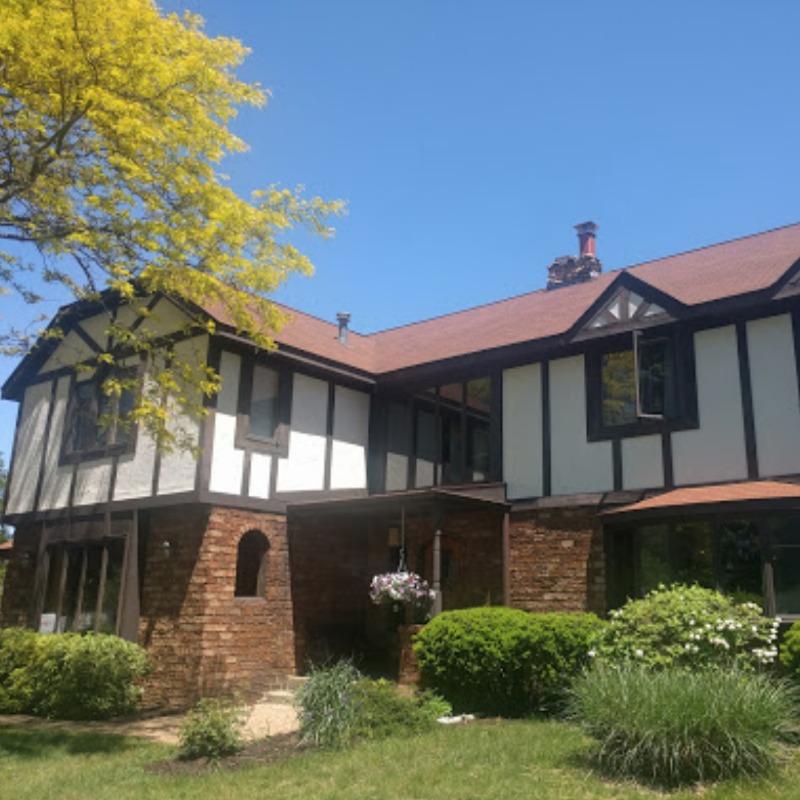 Hop and Vine Inn Craft Retreat