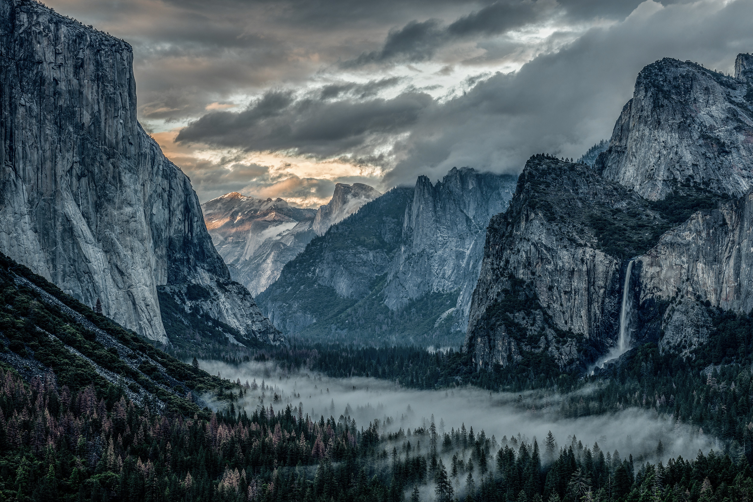 Tunnel View Yosemite.jpg