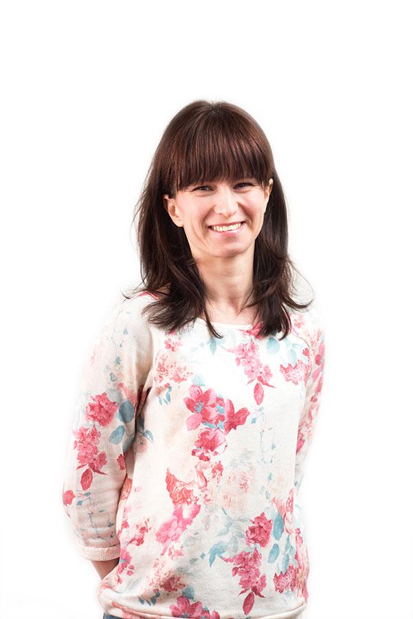 Ing. Nataša Chaus - Lektorka ruského jazykaPo presťahovaní na Slovensko som si nemyslela, že budem niekedy učiť. Osud však rozhodol inak. Ľudia ma začali vyhľadávať s prosbou, aby som ich naučila