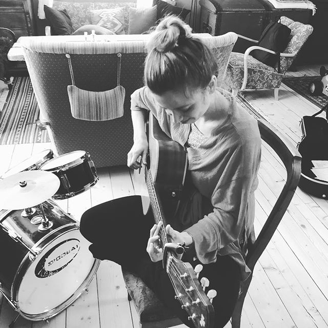Vi skriver nye låter! Det blir fint! #songsfromthesea