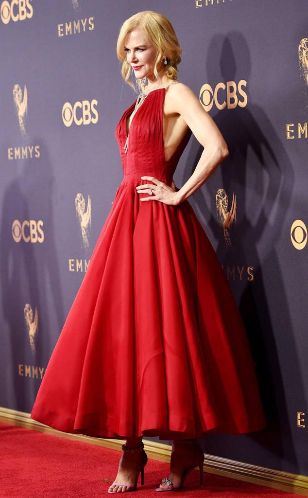 rs_634x1024-170917172116-634.Nicole-Kidman-Mismatched-Shoes-Emmy-Awards.jl.091717.jpg