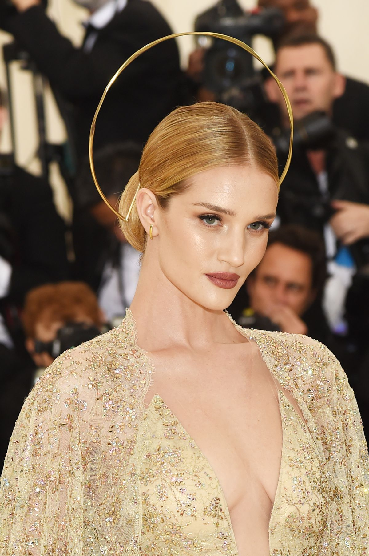 rosie-huntington-whiteley-at-met-gala-2018-in-new-york-05-07-2018-15.jpg