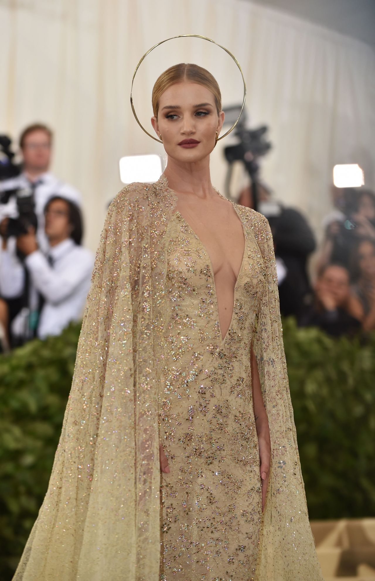 rosie-huntington-whiteley-met-gala-2018-8.jpg