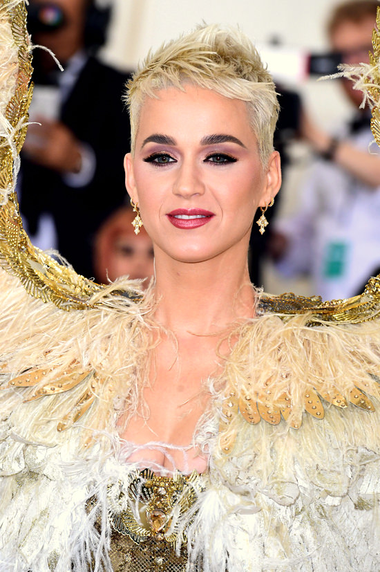 Katy-Perry-Met-Gala-2018-Red-Carpet-Fashion-Atelier-Versace-Tom-Lorenzo-Site-4.jpg