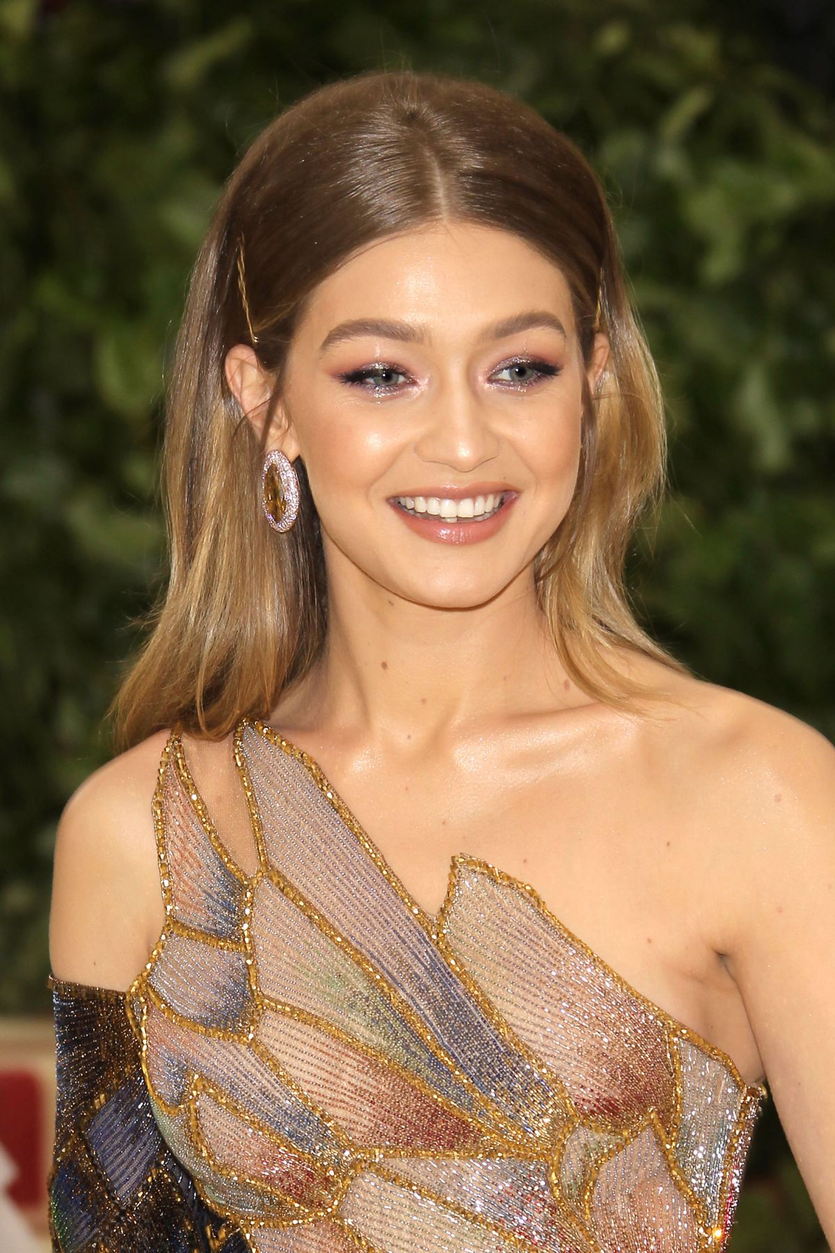 gigi-hadid-at-met-gala-2018-in-new-york-05-07-2018-2.jpg