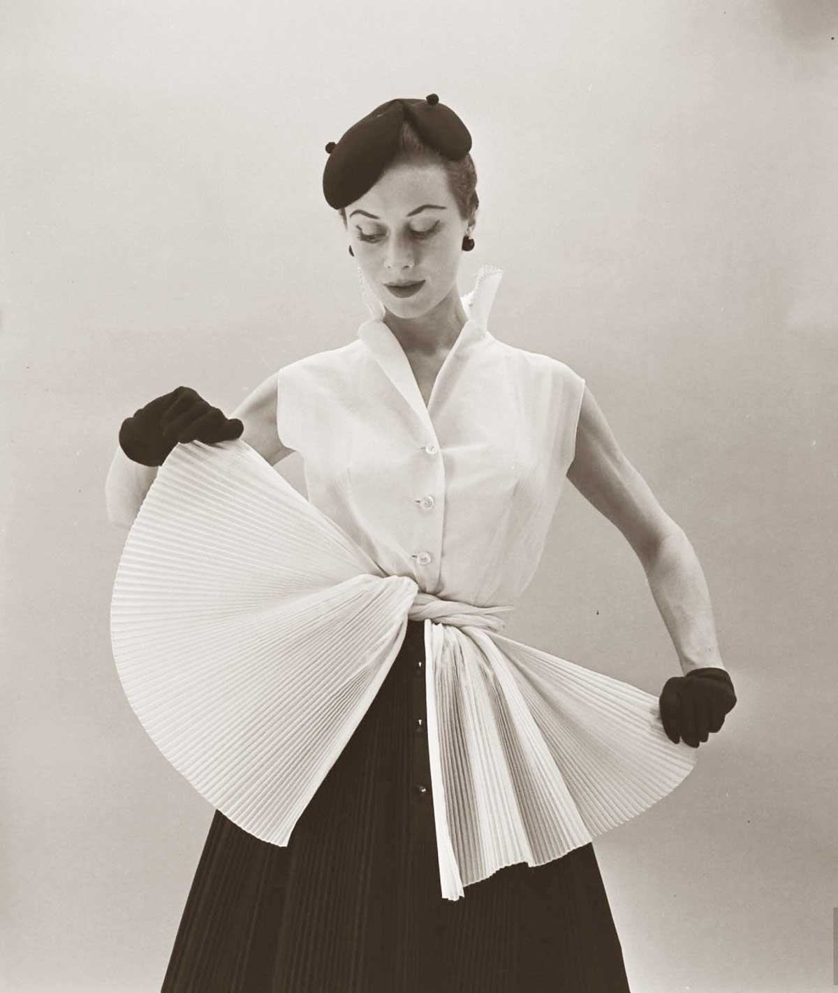 Gigi-Terwalgne-Spring-Collection-February-1952.jpg