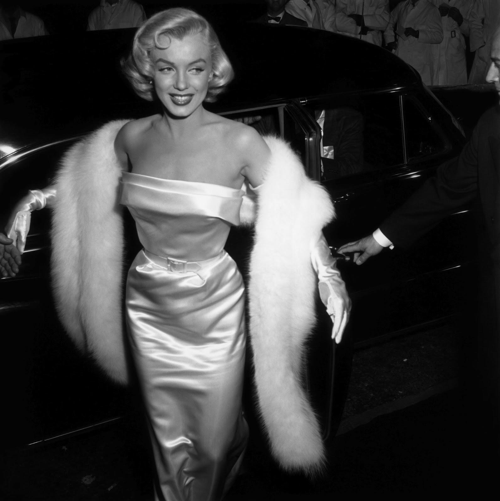marilyn-monroe-1954-silk-tight-dress-fur-stole.jpg
