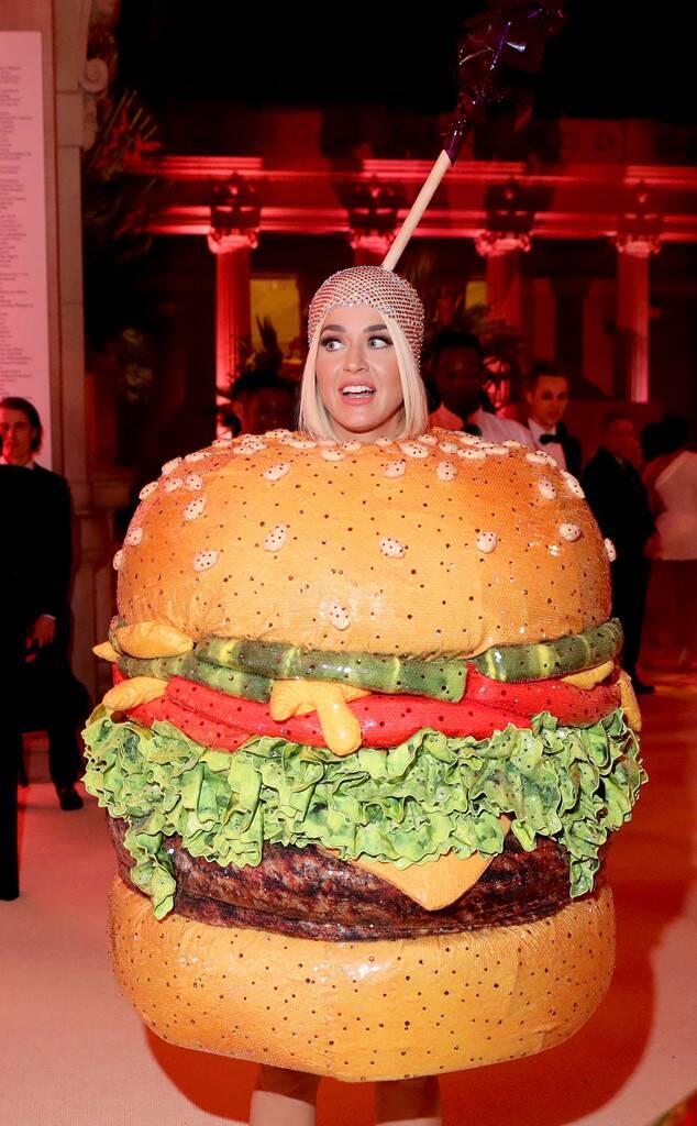rs_634x1024-190506192217-634-katy-perry-met-gala-2019-cheeseburger.jpg