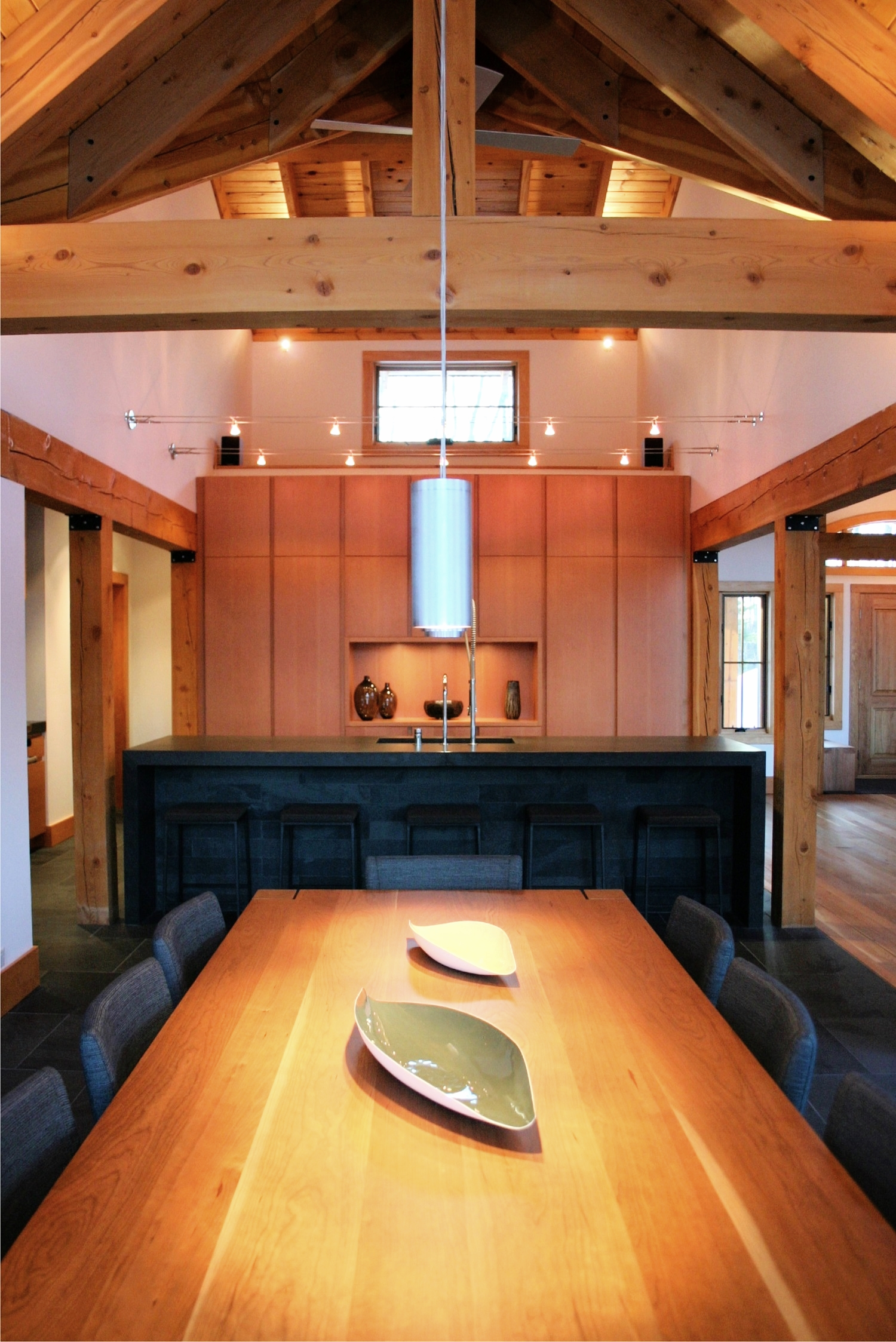 Post and beam dining