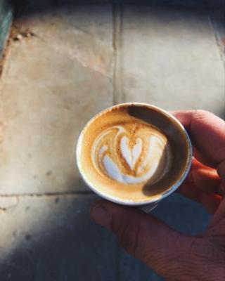 shadow-light-on-coffee-cup.JPG