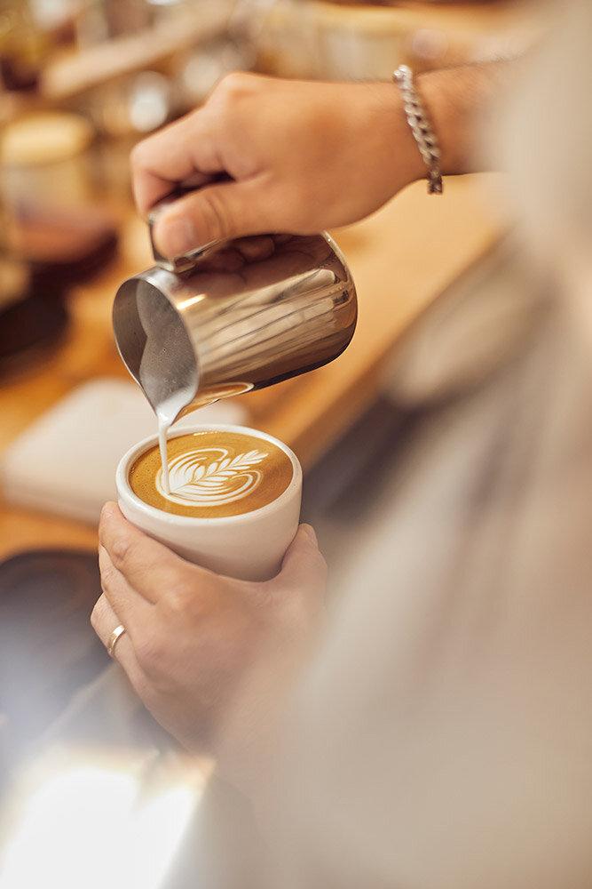 jacob-pouring-latte-art-maru.jpg