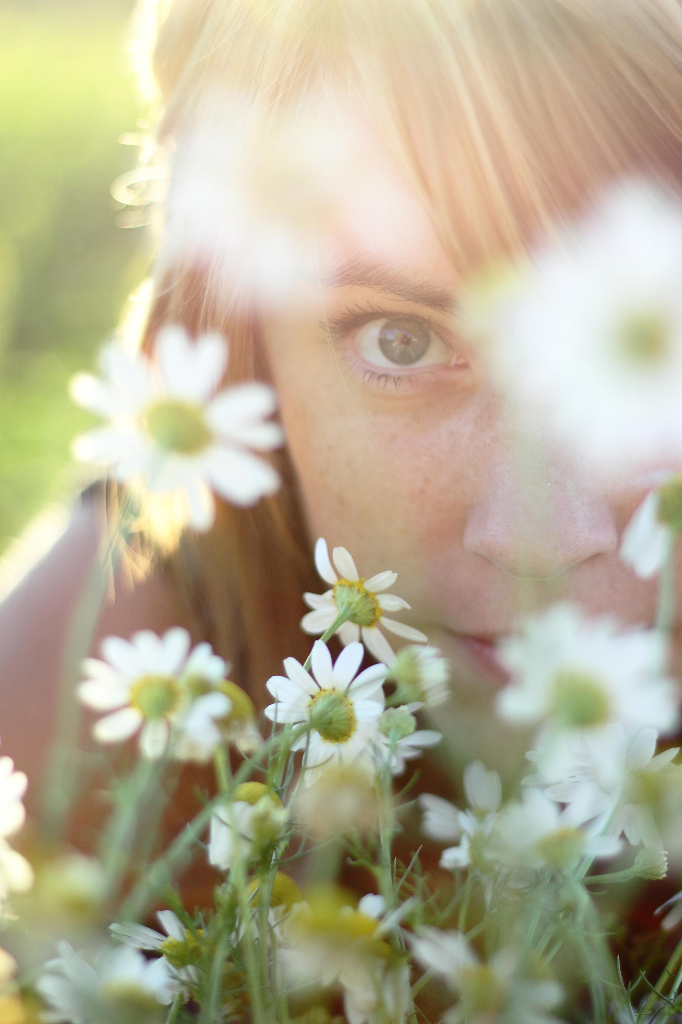 woman flowers 01.jpg