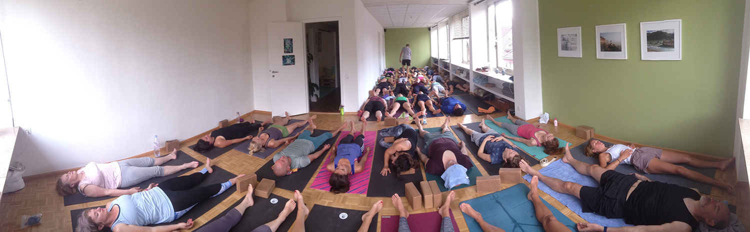 An epic Saturday Morning Class with 39 b.yogis