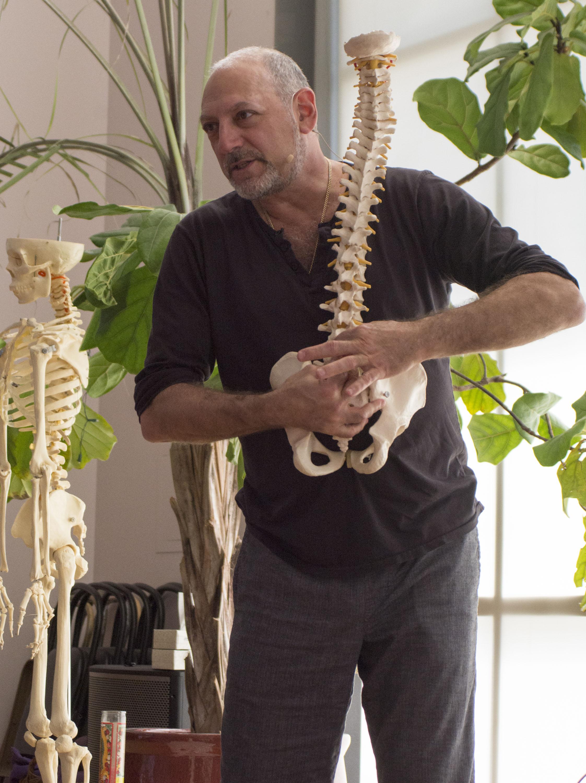 leslie-kaminoff-yoga-and-breath-anatomy-workshops-leslie-kaminoff1.jpg