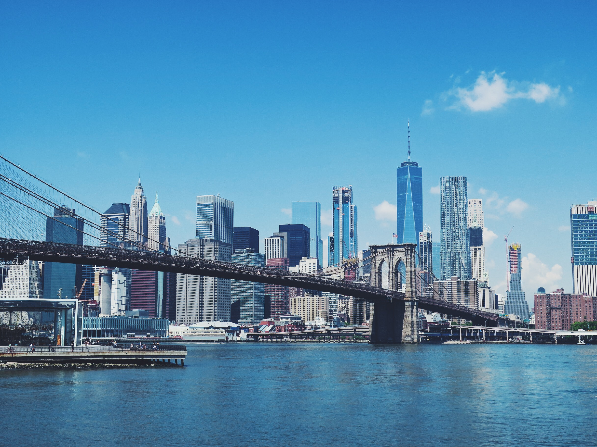 That legendary view on the Brooklyn Bridge and Manhattan (with in the left corner the picturesque Jane's Carousel)