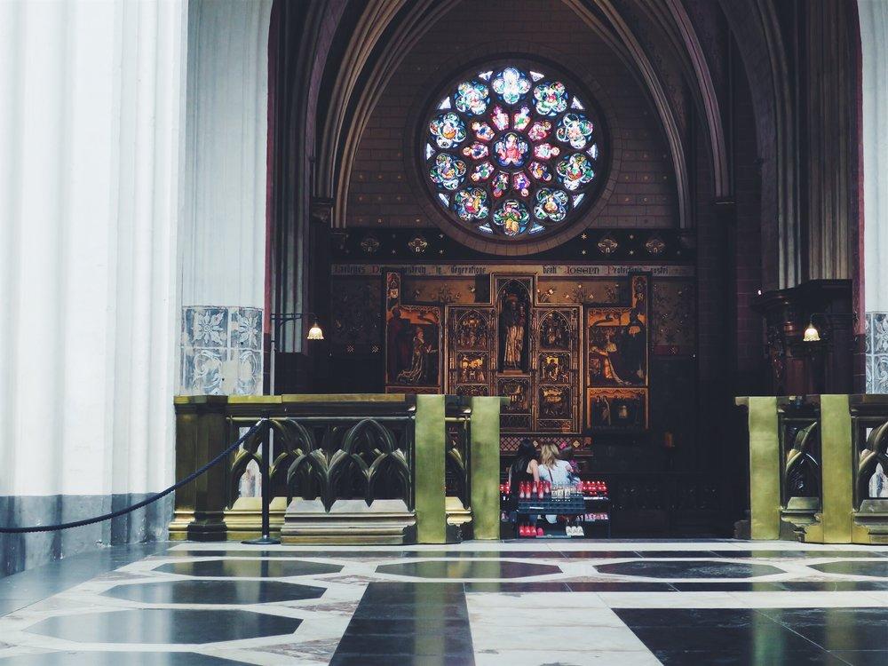 À l'intérieur de la cathédrale Notre-Dame d'Anvers