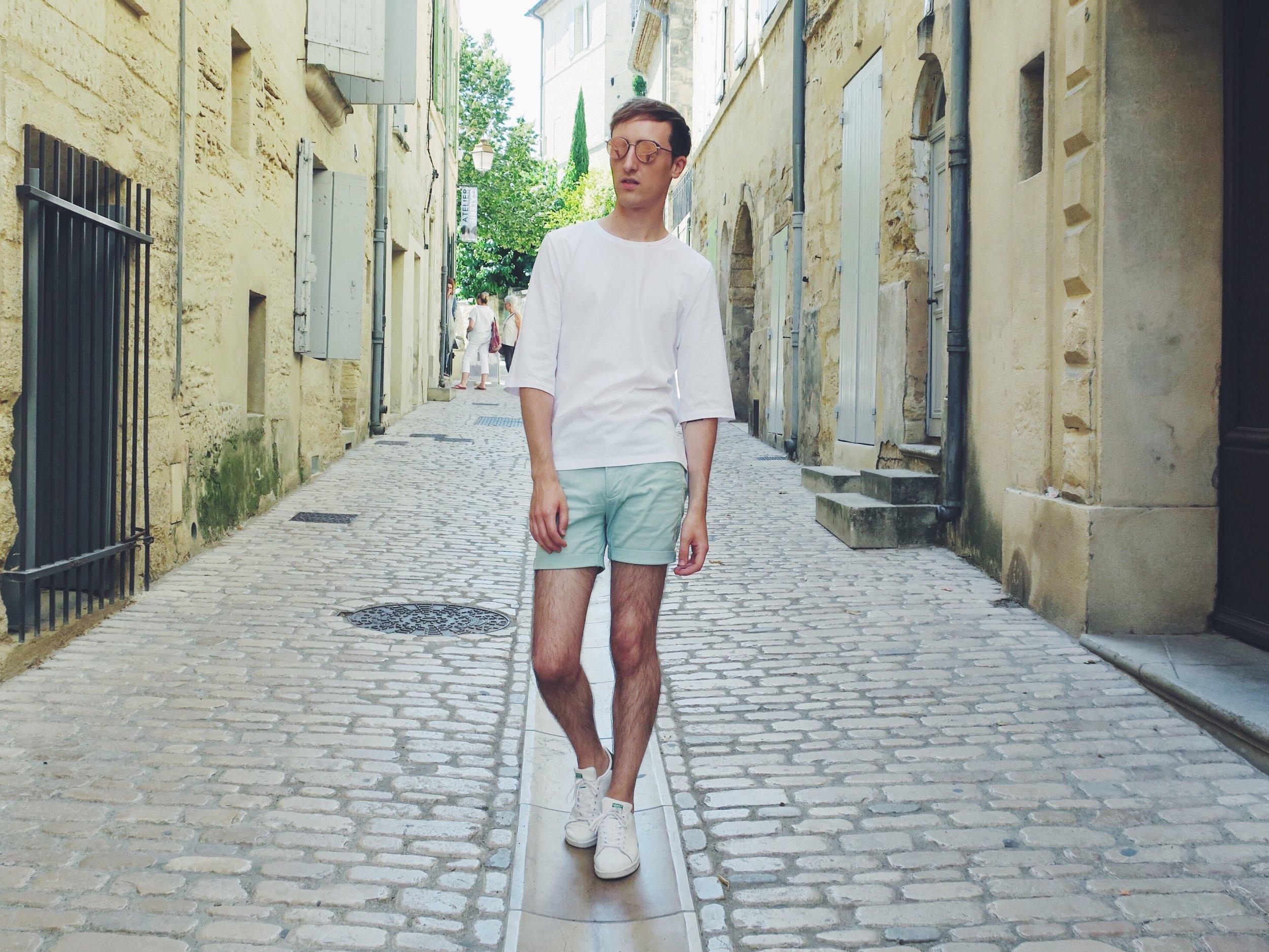Thomas Dekens t-shirt from Vêtu (Rue Léon Lepage 12, Brussels) - H&M shorts - Adidas Stan Smith sneakers - Komono sunglasses