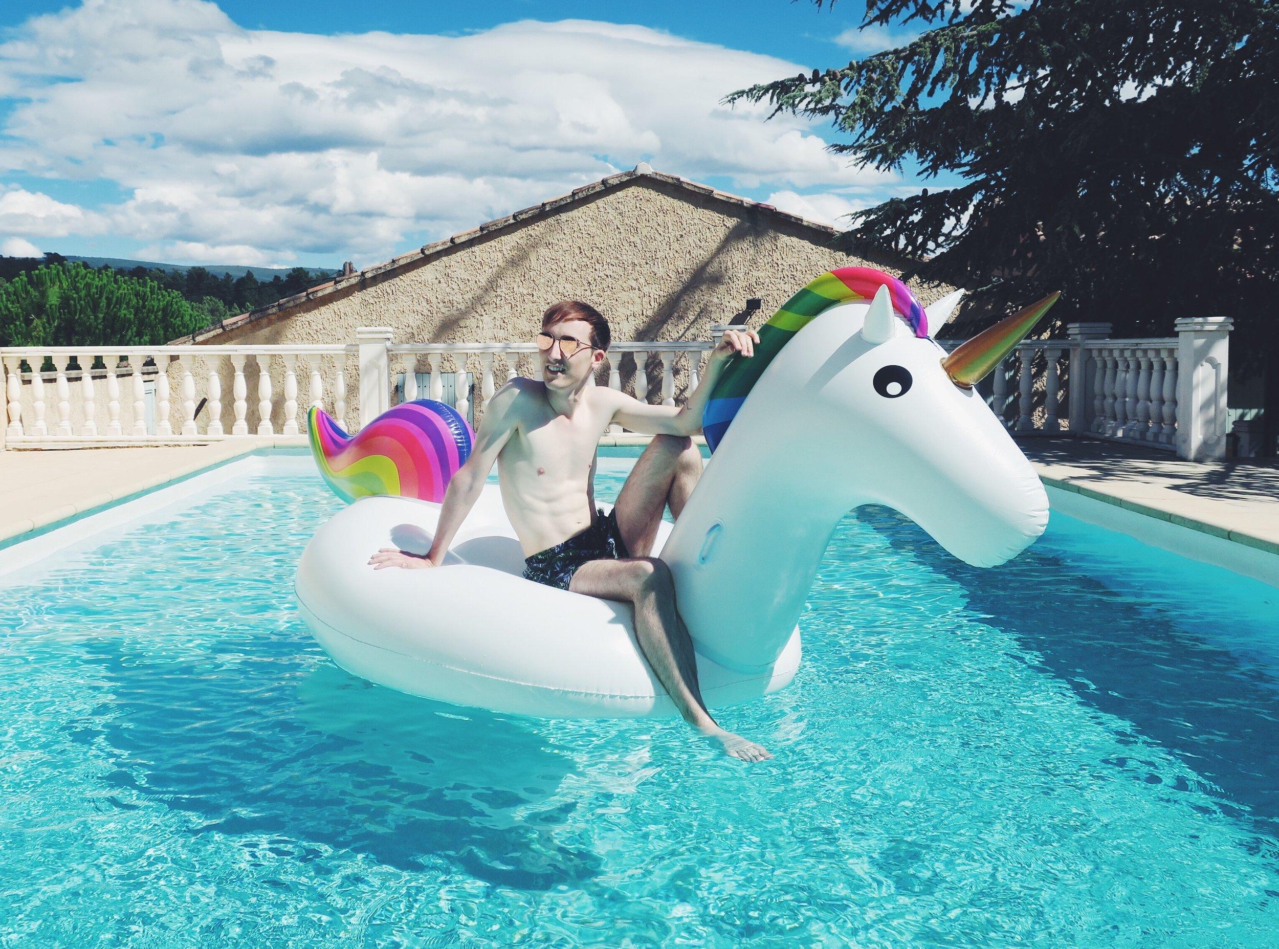 Komono sunglasses - H&M shorts - Inflatable unicorn via bol.com