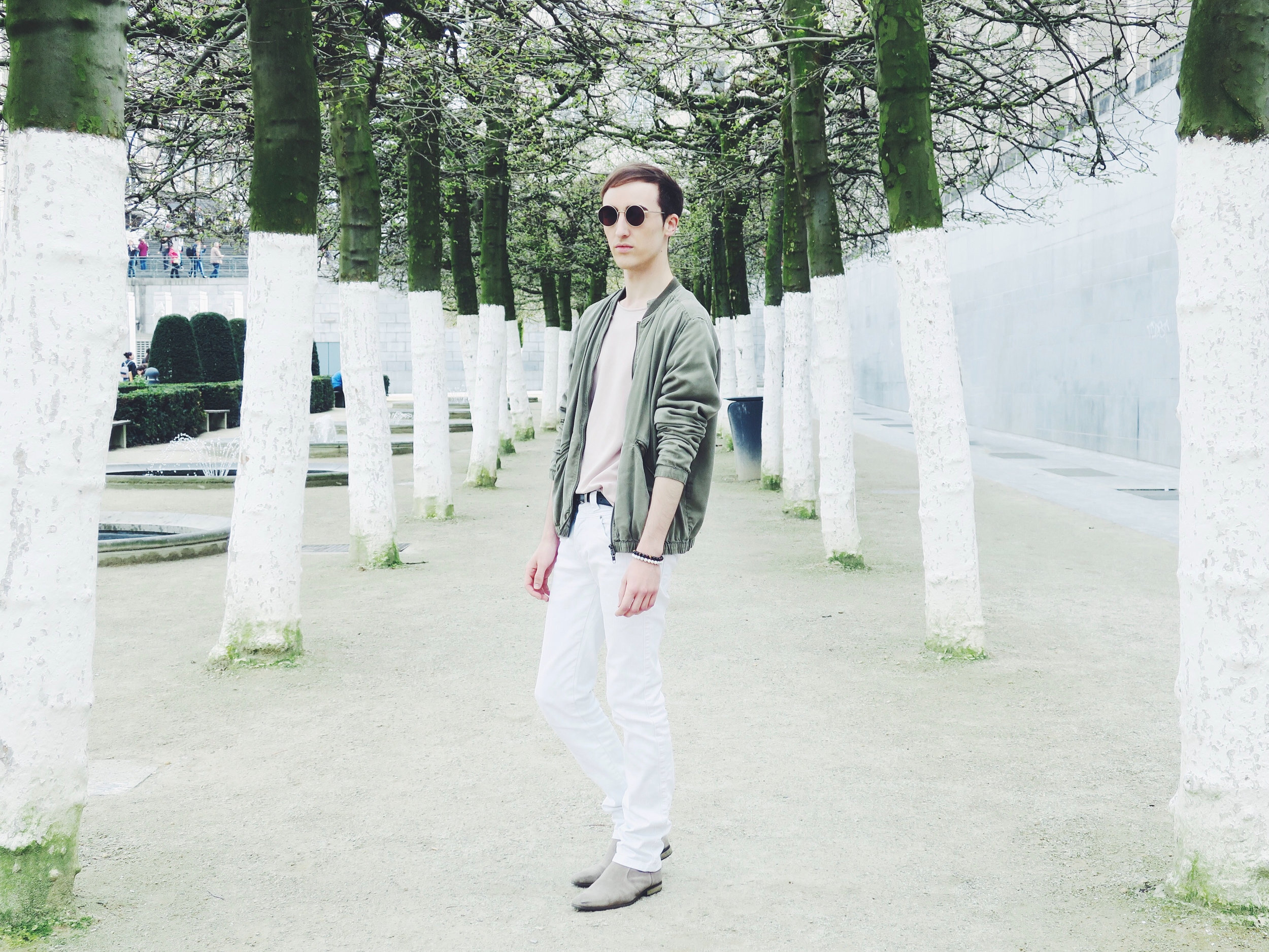 H&M jacket - Cos t-shirt - Zara trousers - Zign boots - Komono sunglasses