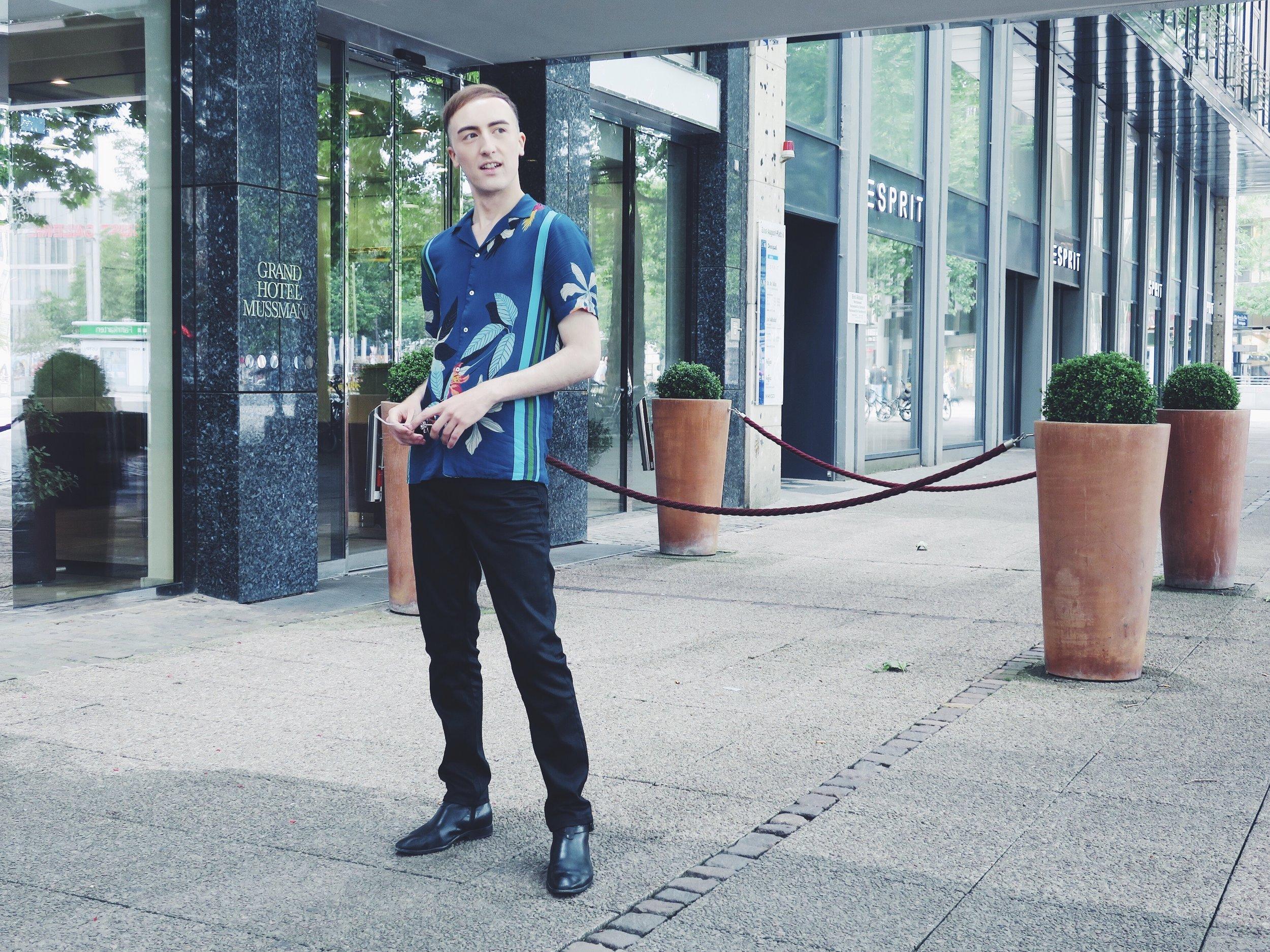 At the Grand Hotel Mussmann,Ernst-August-Platz 7 Wearing Zara shirt - Zara jeans - Sacha ankle boots