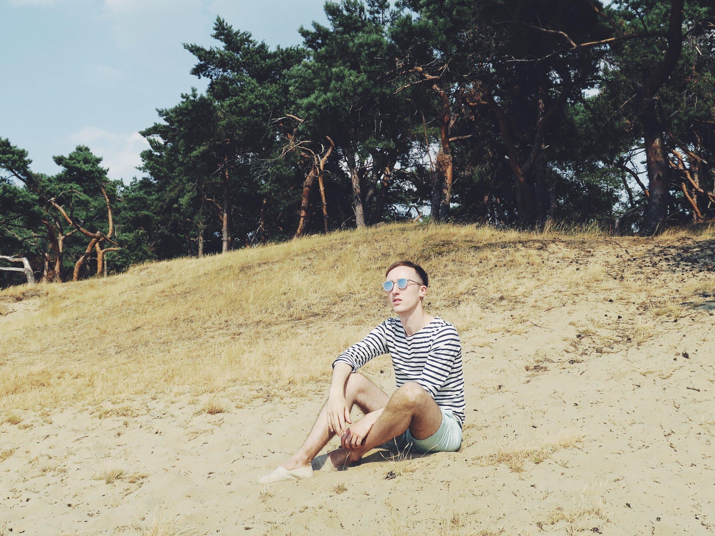 Saint James marinière - H&M shorts - Komono sunglasses