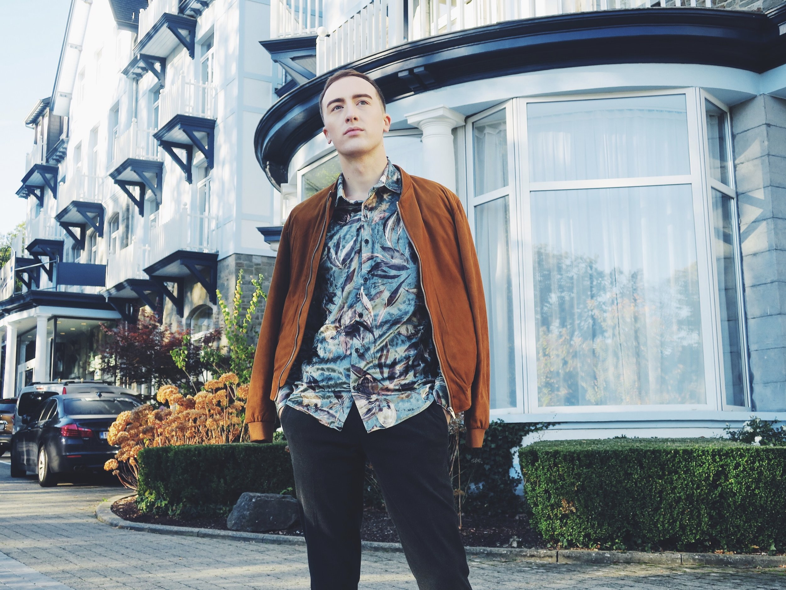 Wearing Zara jacket - River Island shirt via Asos.com - Zara trousers in front of the Radisson Blu Balmoral Hotel, Avenue Léopold II 40, 4900 Spa
