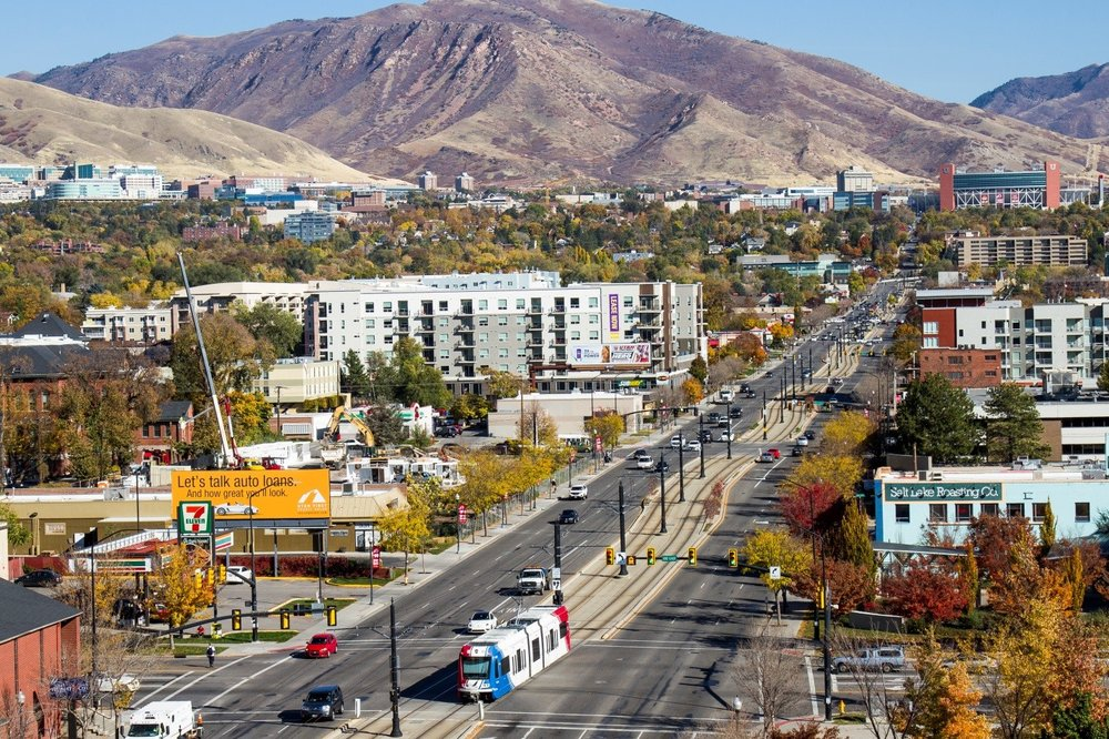 400 SOUTH & TRAX RED LINE, SALT LAKE CITY | PHOTO CREDIT: WASATCH FRONT REGIONAL COUNCIL.
