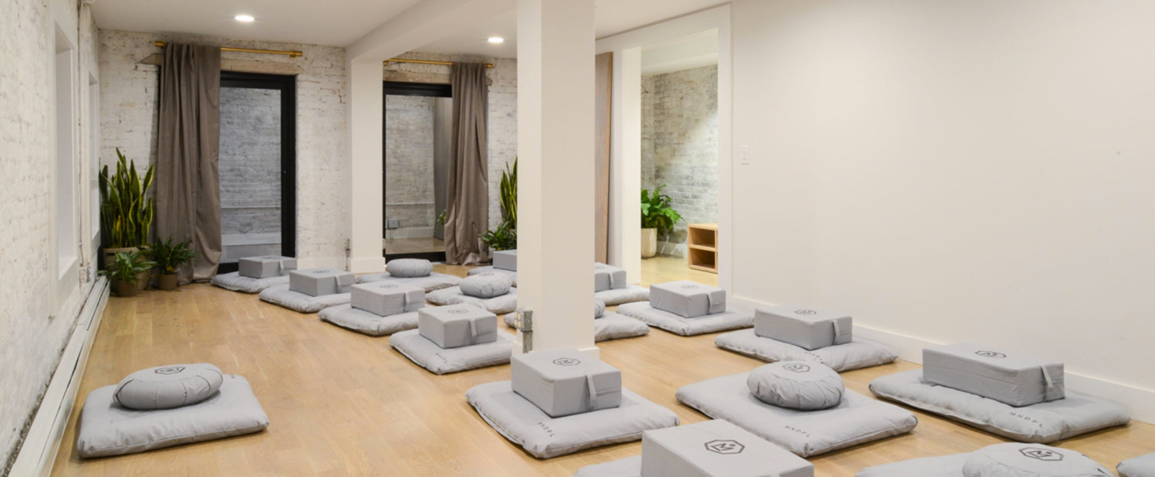 group meditation room at mndfl from their website. ^ that's my usual cushion // greenwich village location