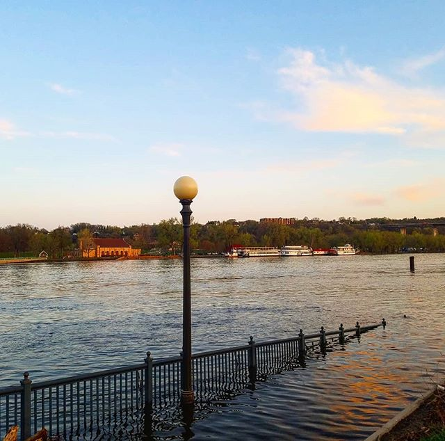Down by the river #saintpaul #minnesota #mississippiriver #mysaintpaul #capturesaintpaul