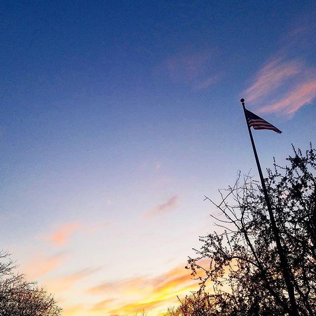 #starsandstripes #sunset #saintpaul #mysaintpaul #minnesota #spring