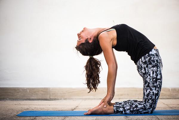 Yoga Ustrasana (cammello)