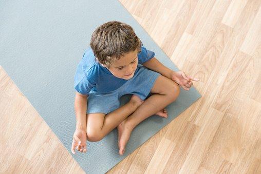 Mindfulness a scuola - bambino che medita