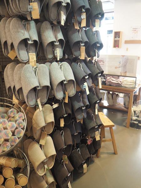 ropa-japonesa-madrid-zapatillas.JPG