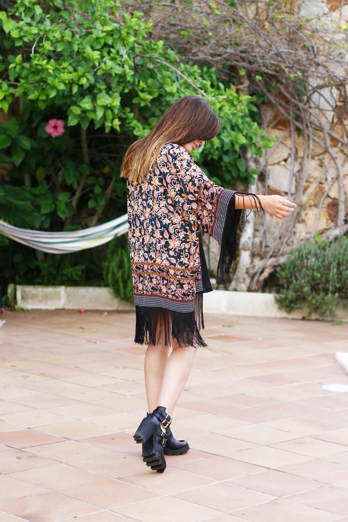 Dulceida luciendo un kimono de Zara en 2014