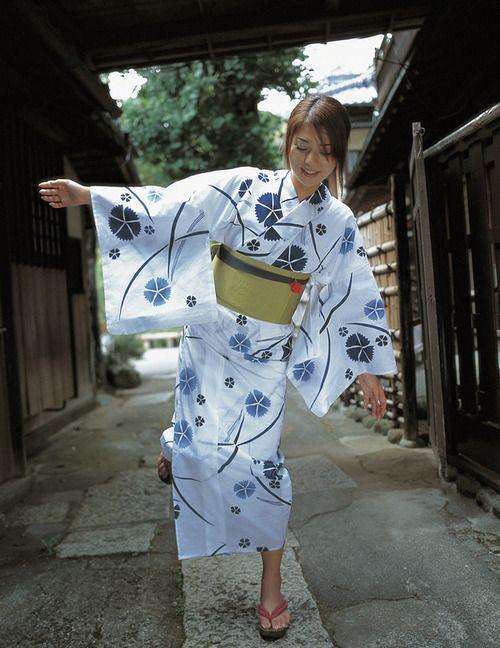 yukata-hombre-mujer-informal.jpg