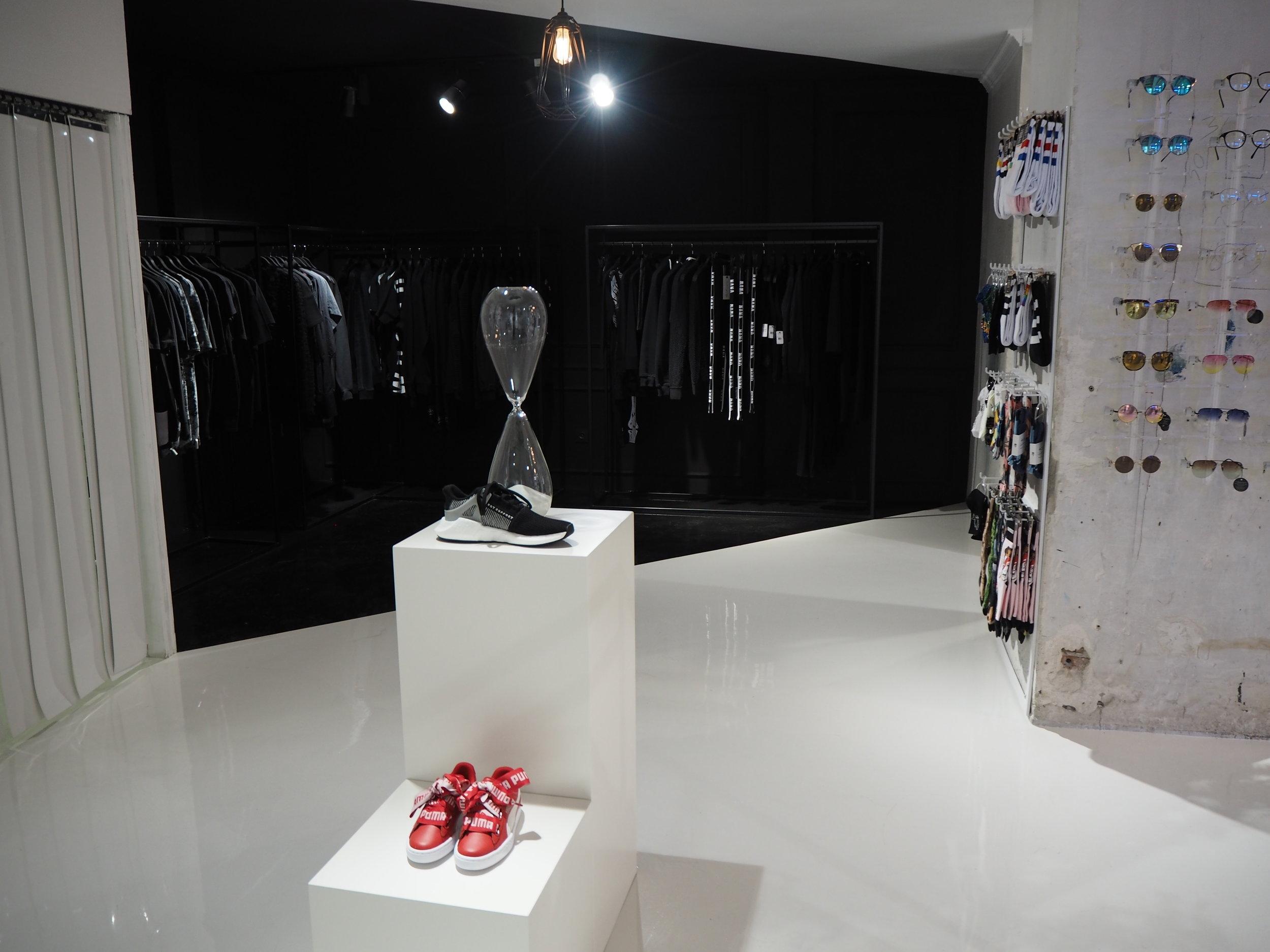 tiendas-ropa-madrid-originales-amen-negro.JPG