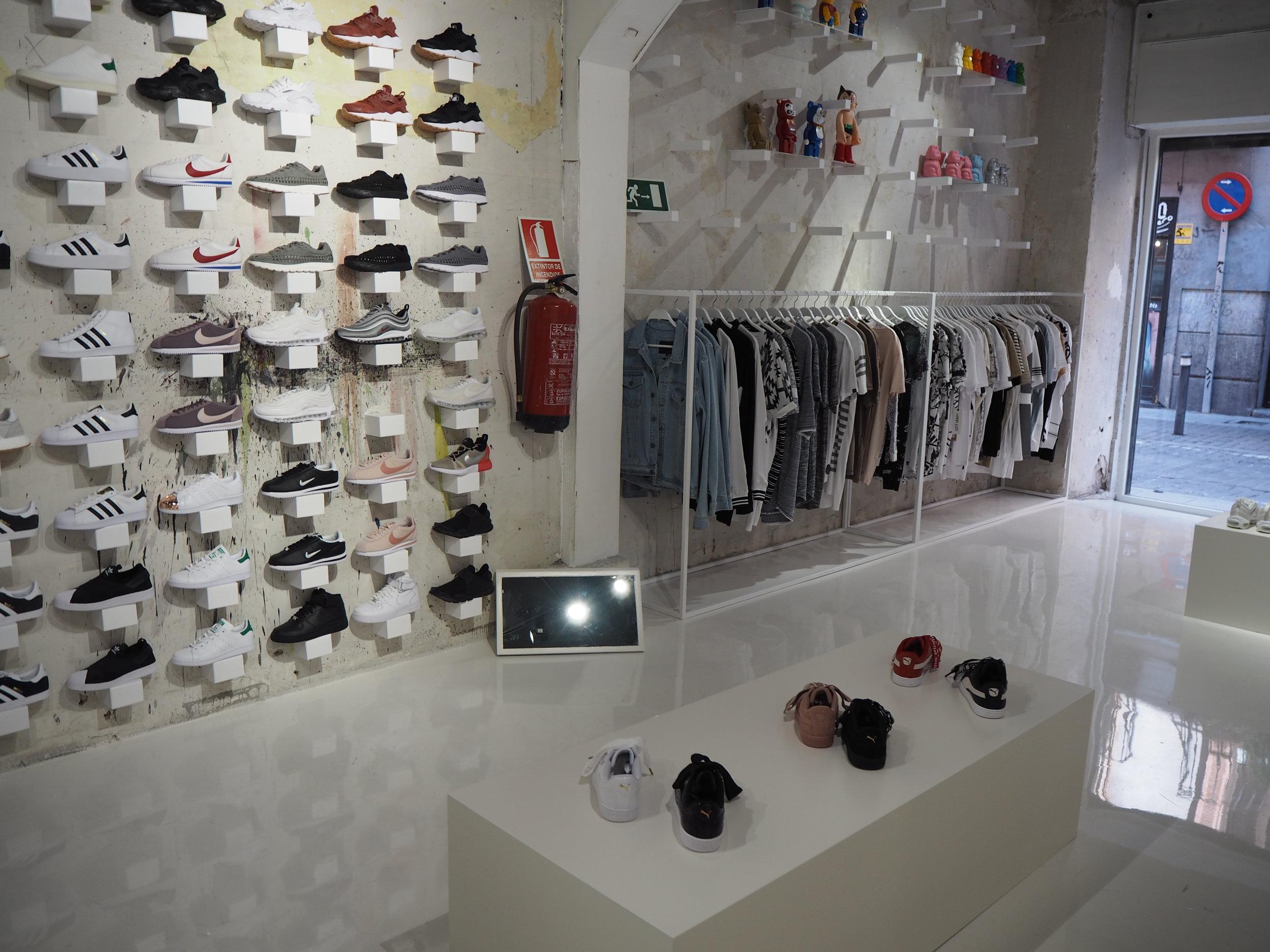 tiendas-ropa-madrid-originales-zapatillas.JPG