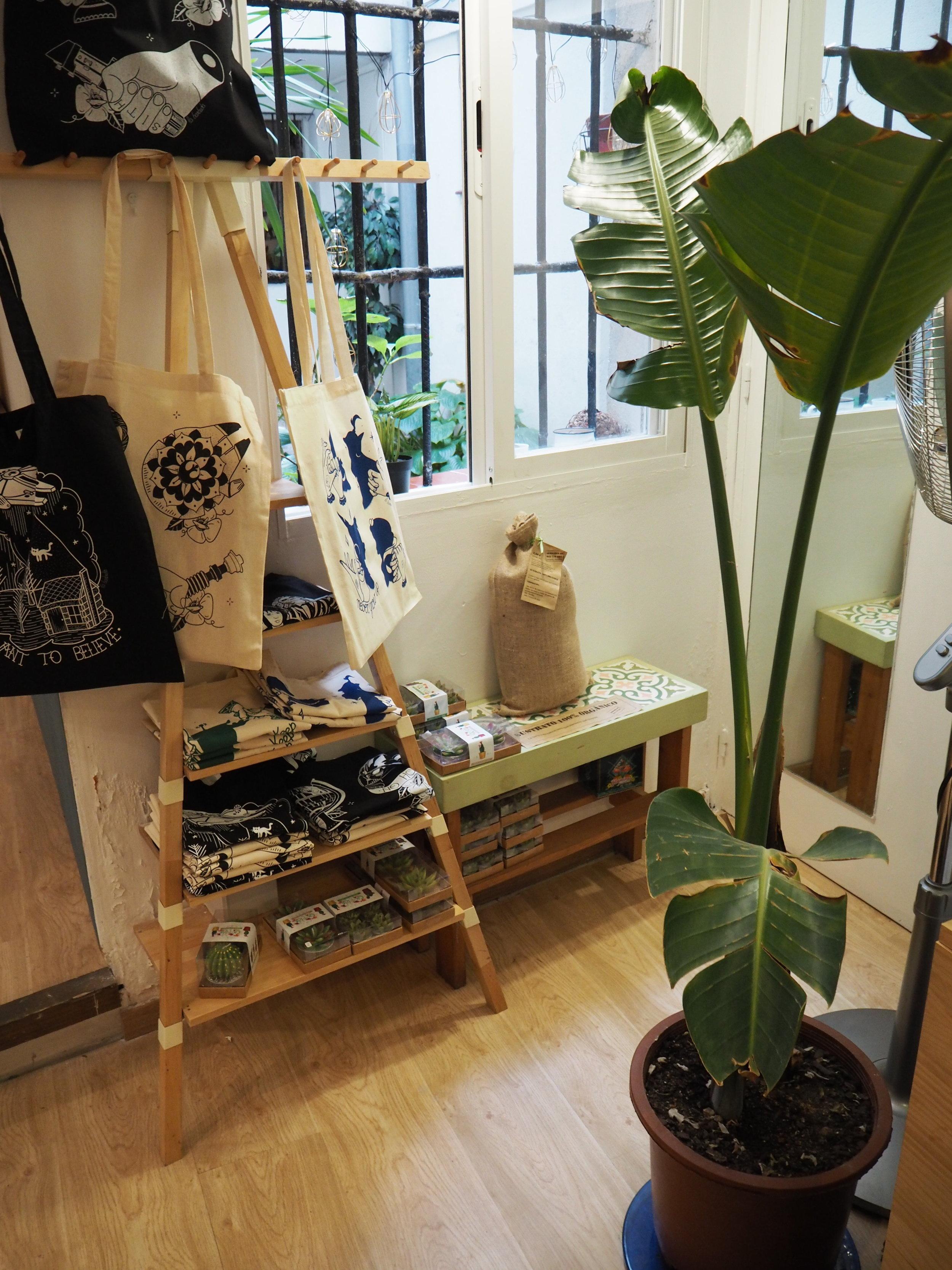tiendas-ropa-madrid-originales-laantigua-ropa.JPG