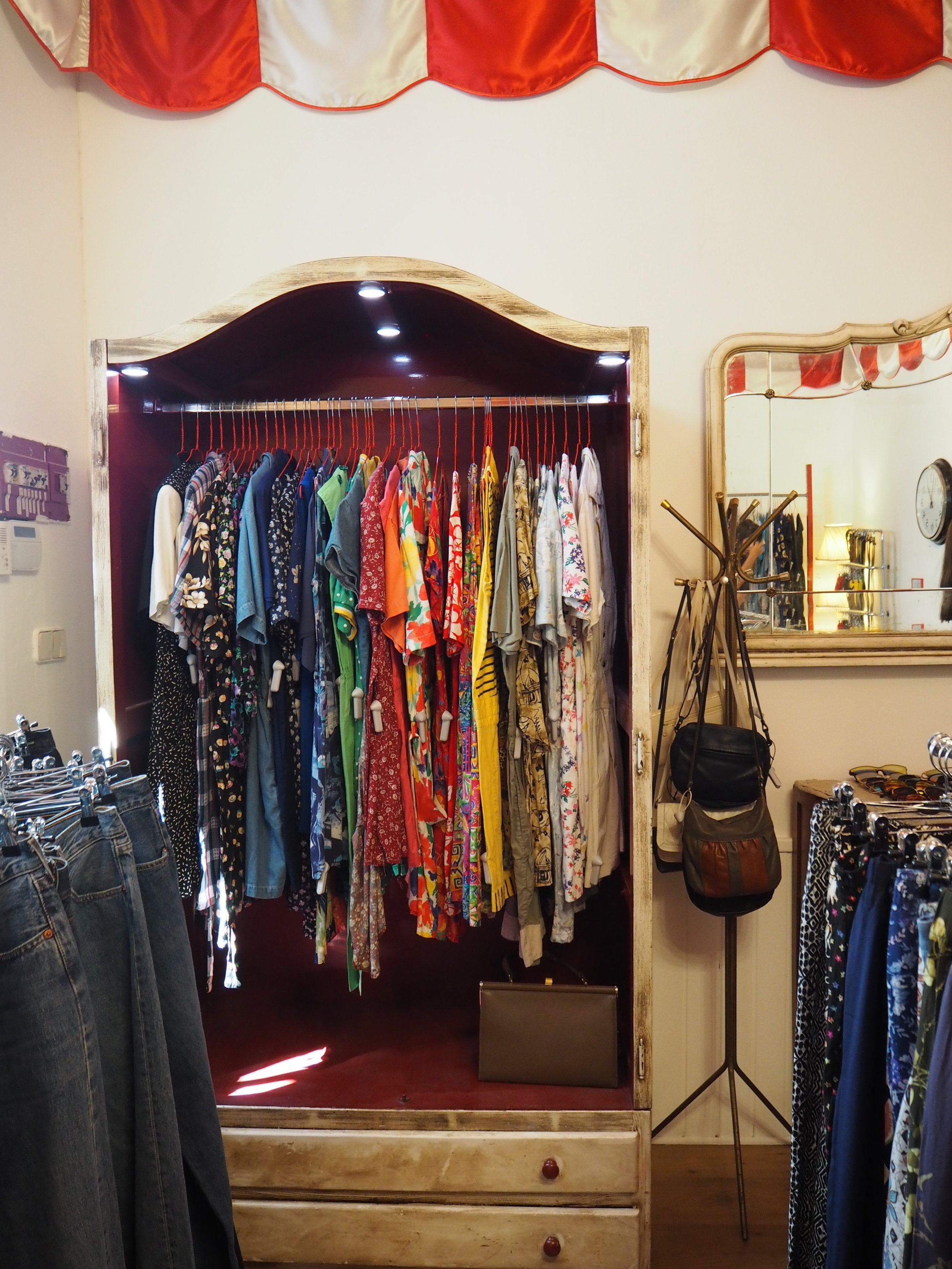 tiendas-ropa-madrid-originales-mona-checa-vestidos.JPG