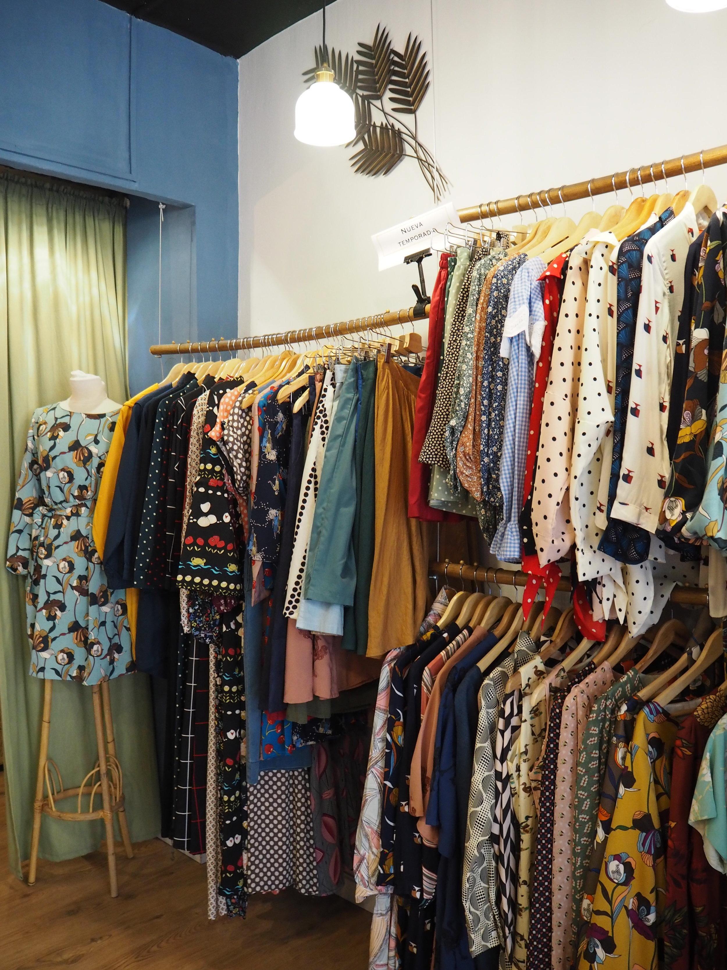 tiendas-ropa-madrid-originales-pizarra-vestidos.JPG