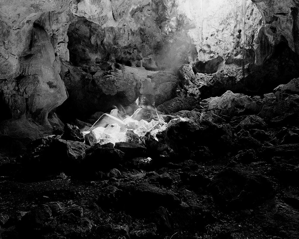 AlexisRuiseco-Lombera_Untitled(silueta performance 001)_Silver Gelatin Print_ 2017_30x40in..jpg