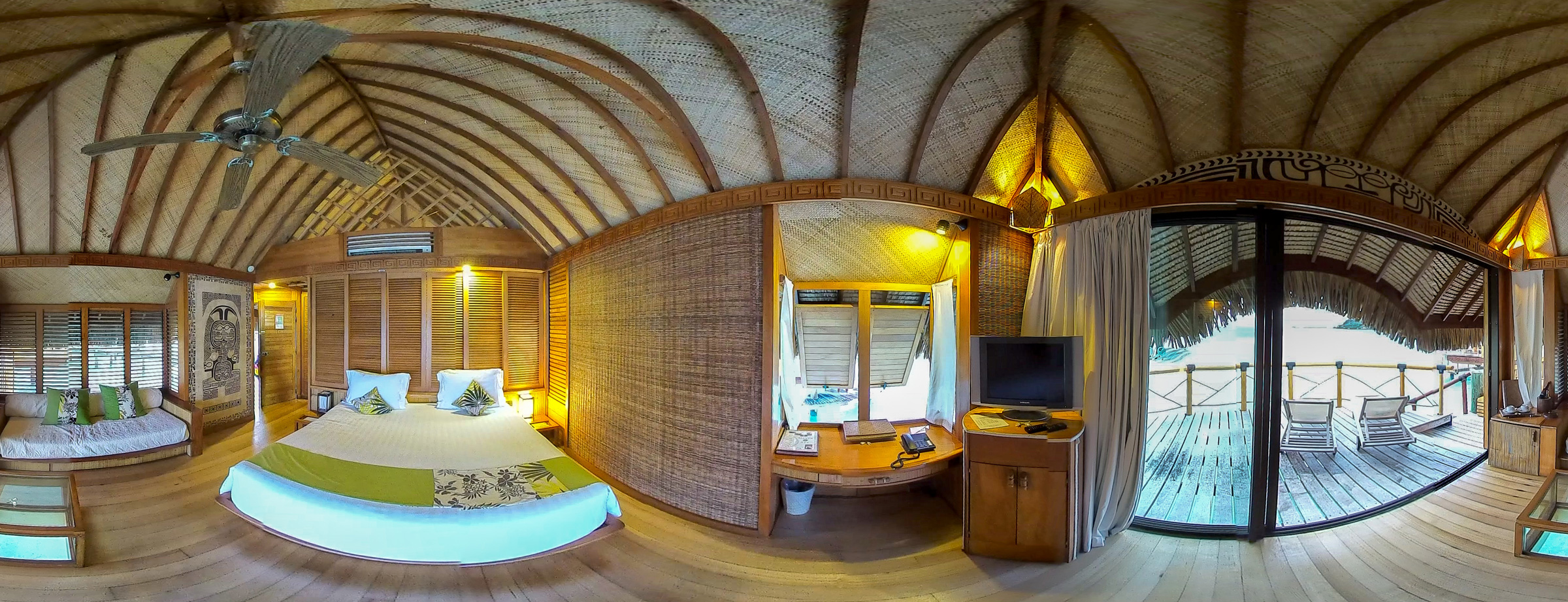 Take-The-Ride-VR_TahitiVR_Bungalow_Interior_2400px.jpg