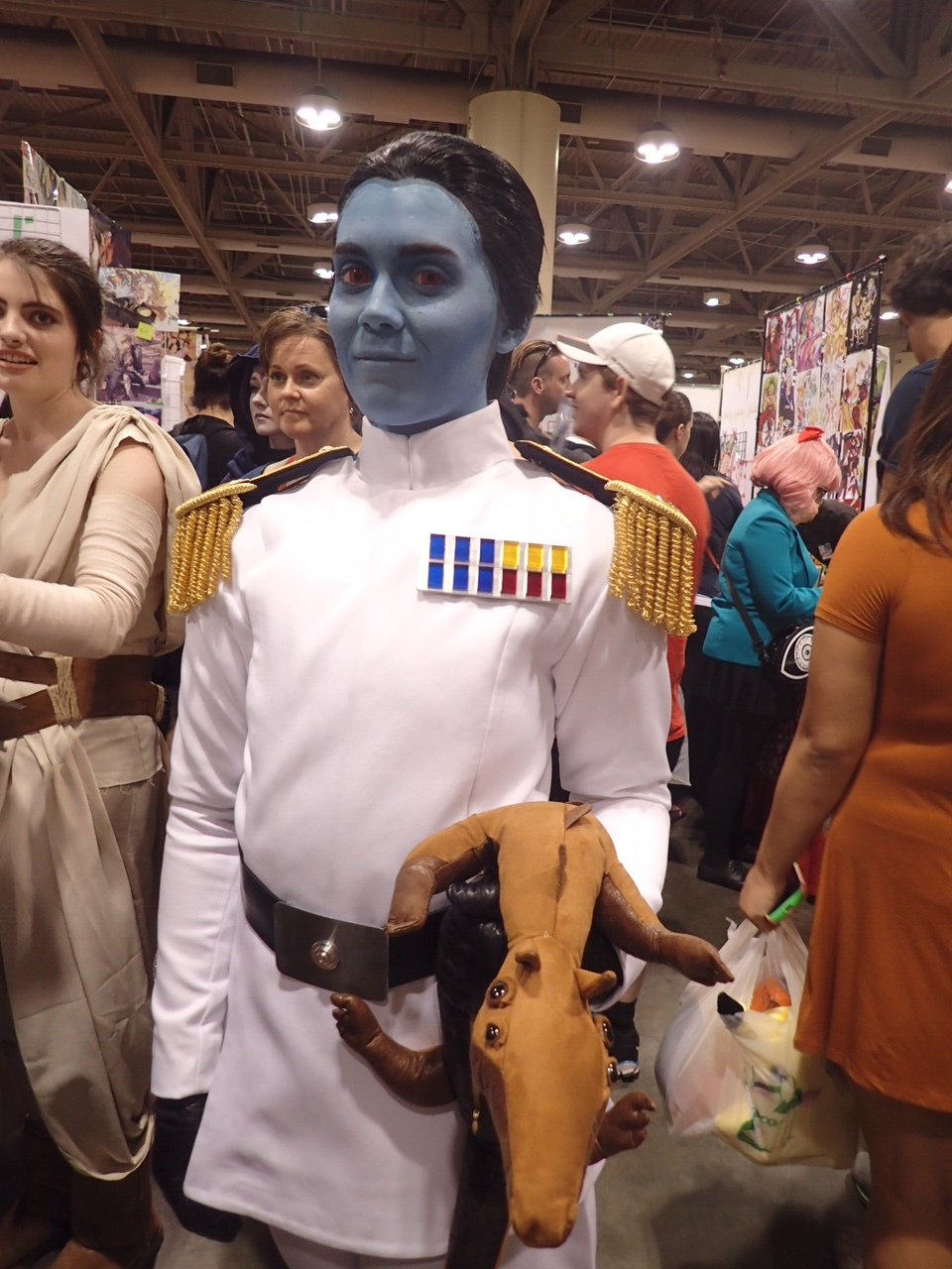 A delightful Grand Admiral Thrawn, complete with ysalamiri!
